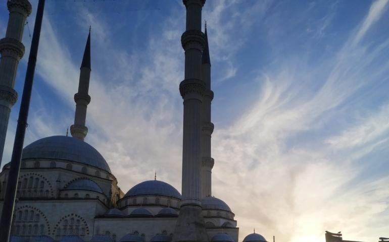 Da Potenza a Istanbul, un salto nello specchio