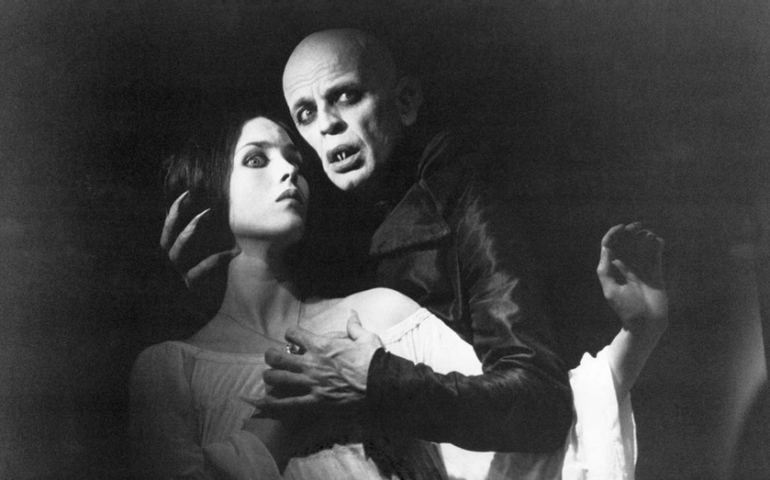 Uno sguardo nel buio: i mostri della tradizione letteraria e cinematografica.